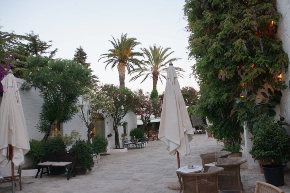 The beautiful terrace where you eat when the weather is nice at Masseria Il Frantoio