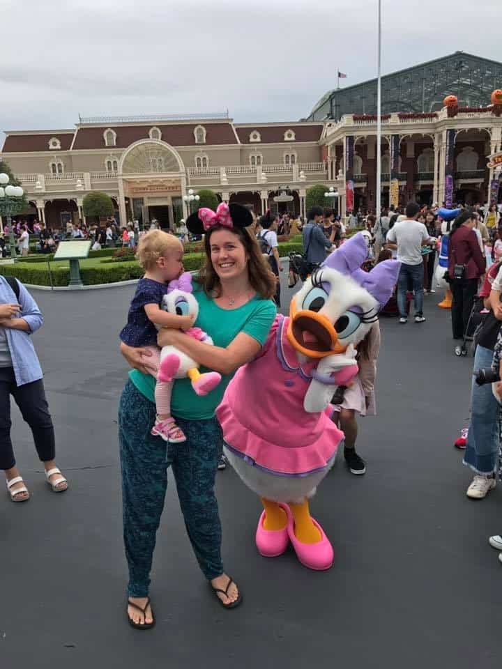Meeting Daisy - Best Things to do at Tokyo Disneyland with toddlers