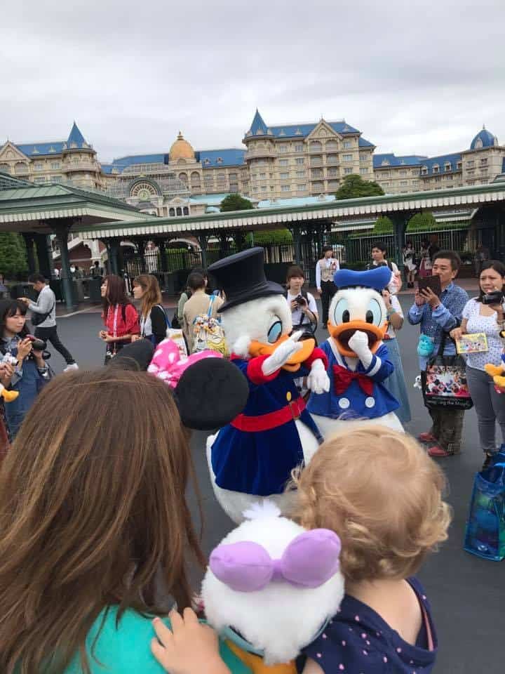Meeting Donald - Best Things to do at Tokyo Disneyland for toddlers