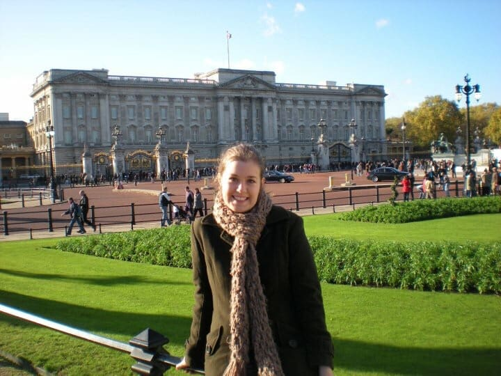 Visiting London with kids - Buckingham Palace - family friendly things to do in London