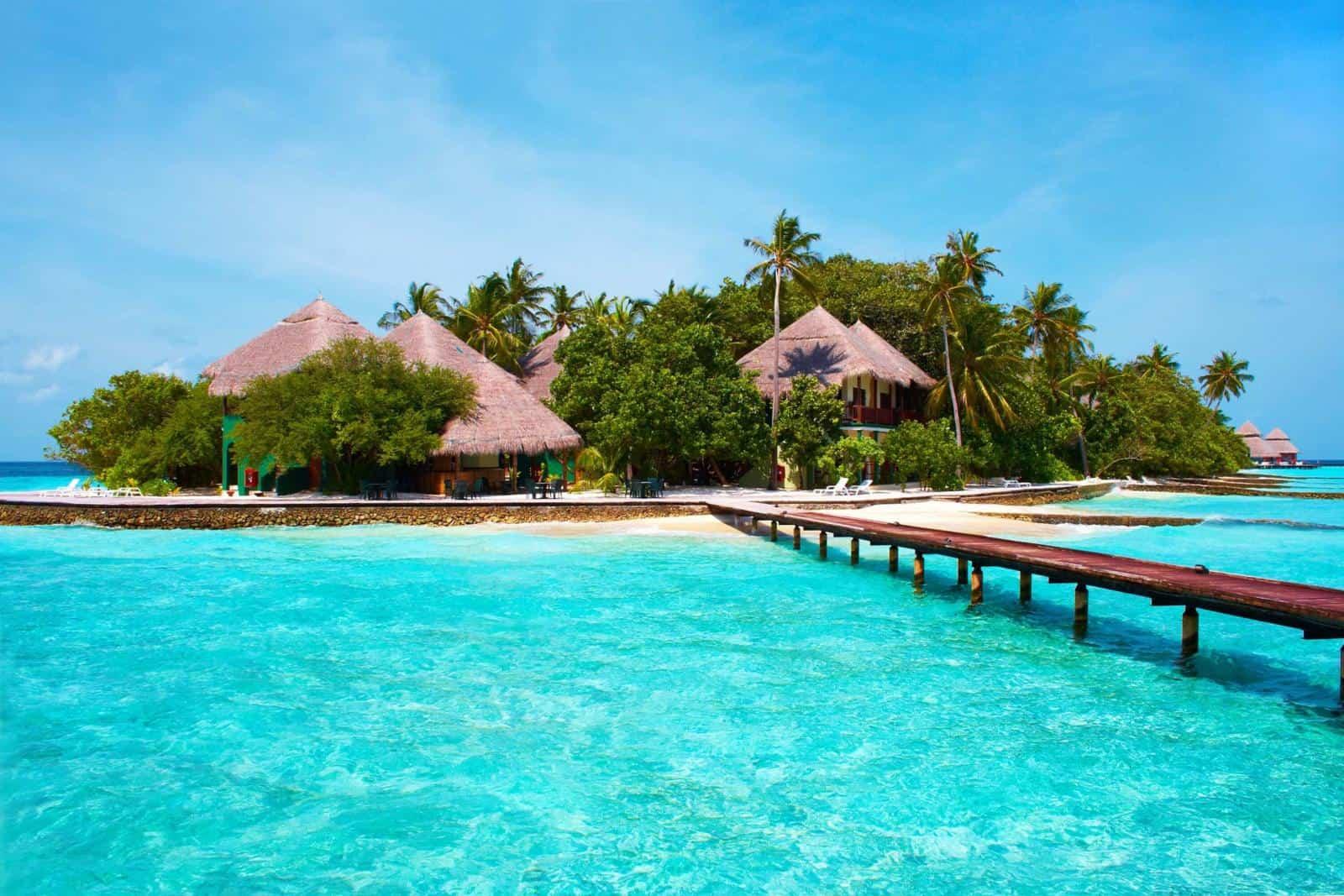 Maldives Island - The Maldives Vs Bora Bora which is better?