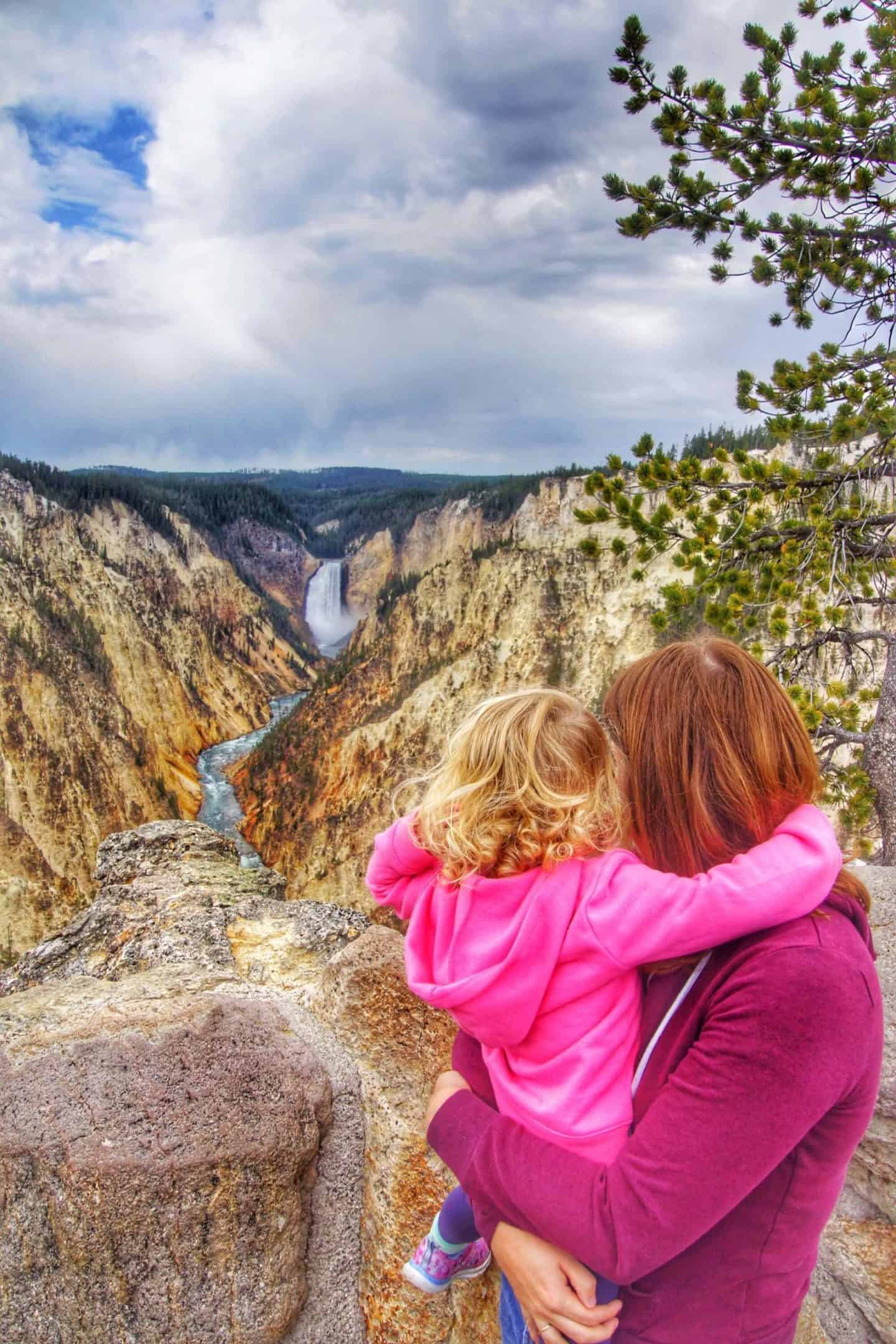 Ultimate Yellowstone Packing list (what to pack for Yellowstone in summer)