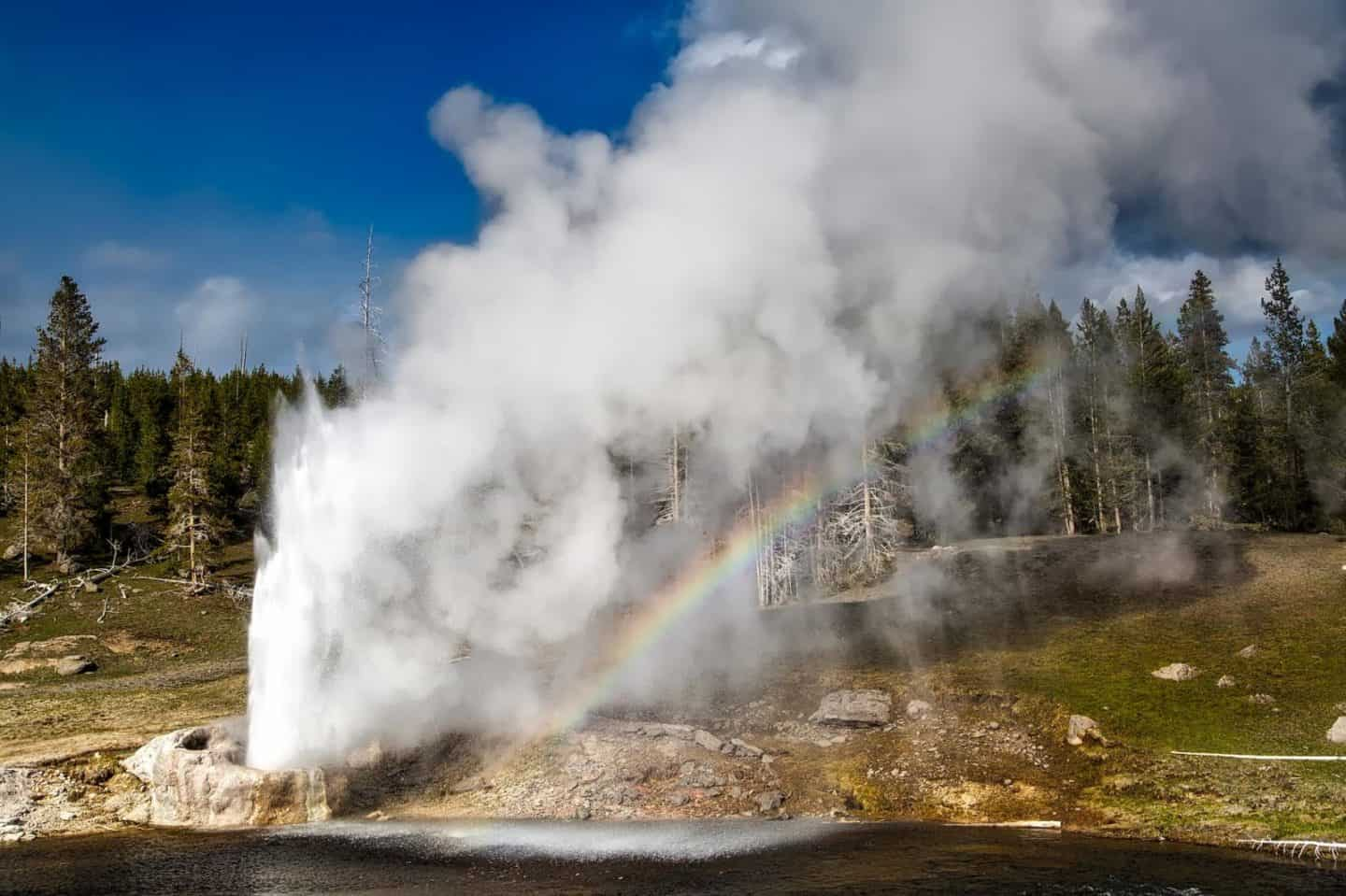 The Best Geysers in Yellowstone you simply HAVE to visit!