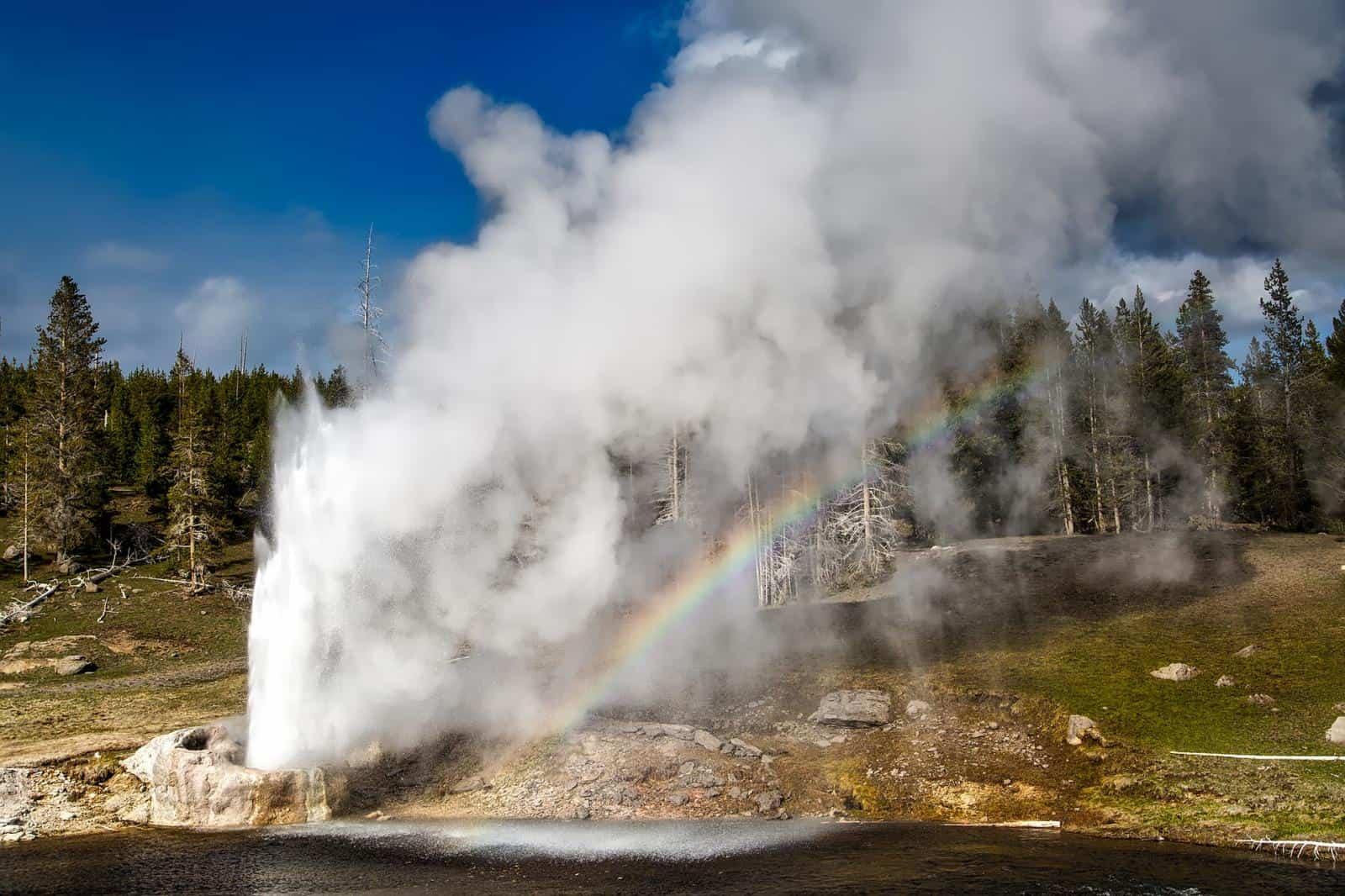 Best Geysers in Yellowstone - The Riverside Geyser