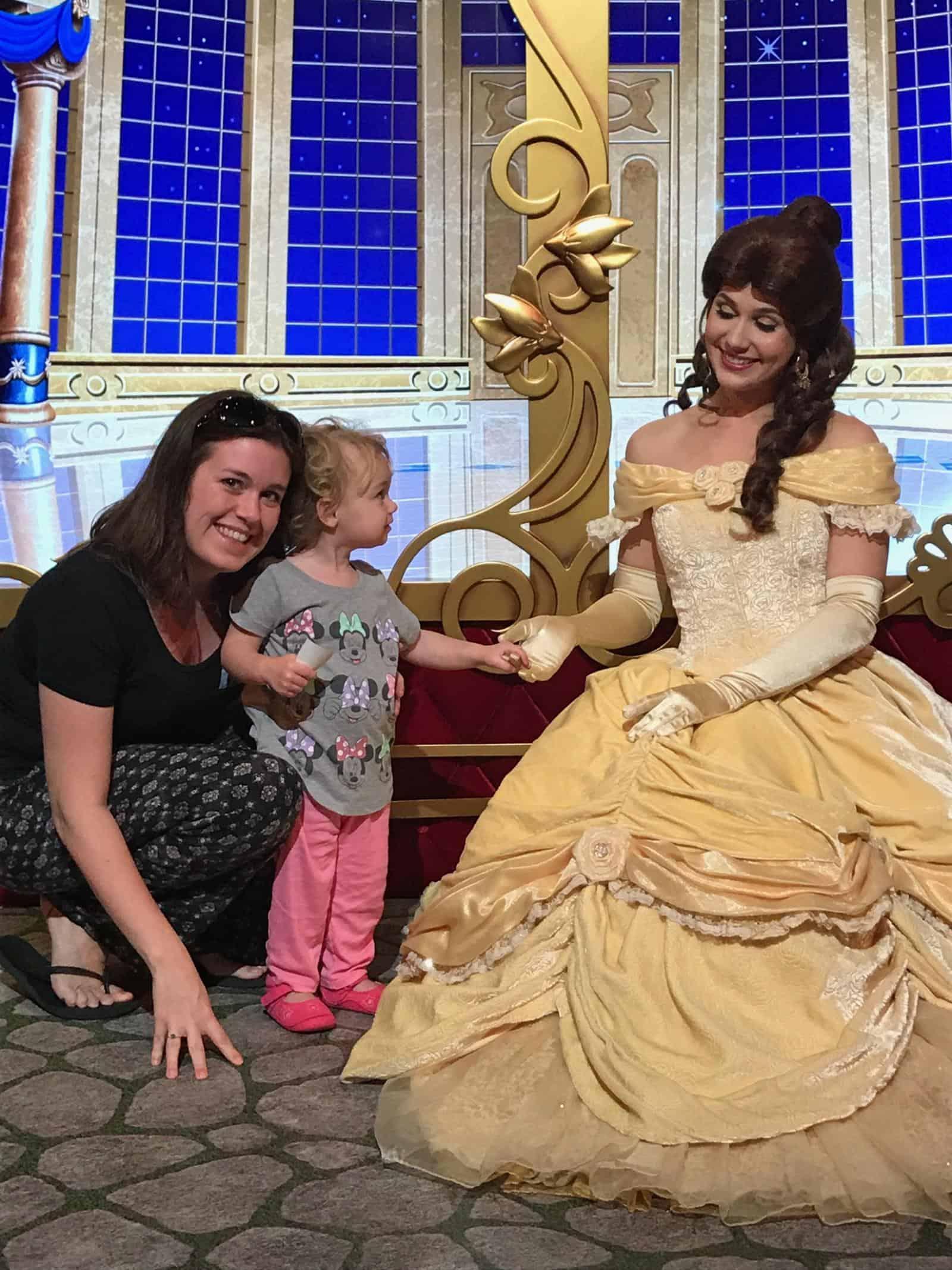 Visiting Hong Kong Disneyland Tips and Tricks for Character Meetings