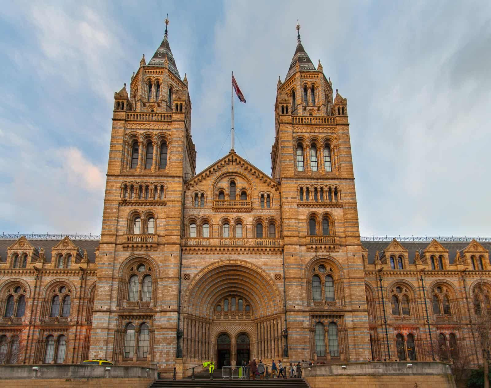 Best Free Things to Do in London with Kids - The Natural History Museum