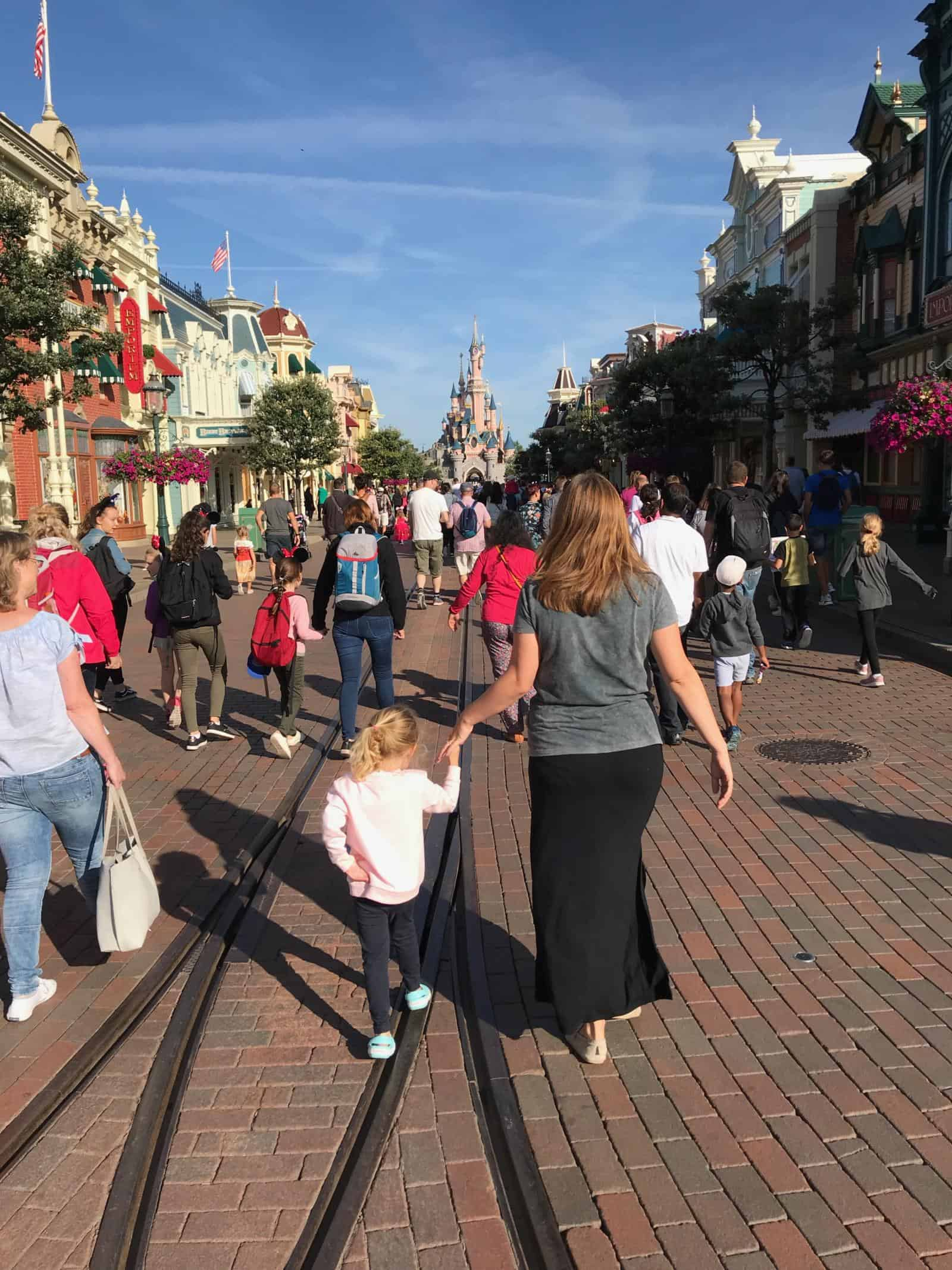 Ultimate Disneyland Paris Tips and Tricks for a PERFECT trip - use early magic hours