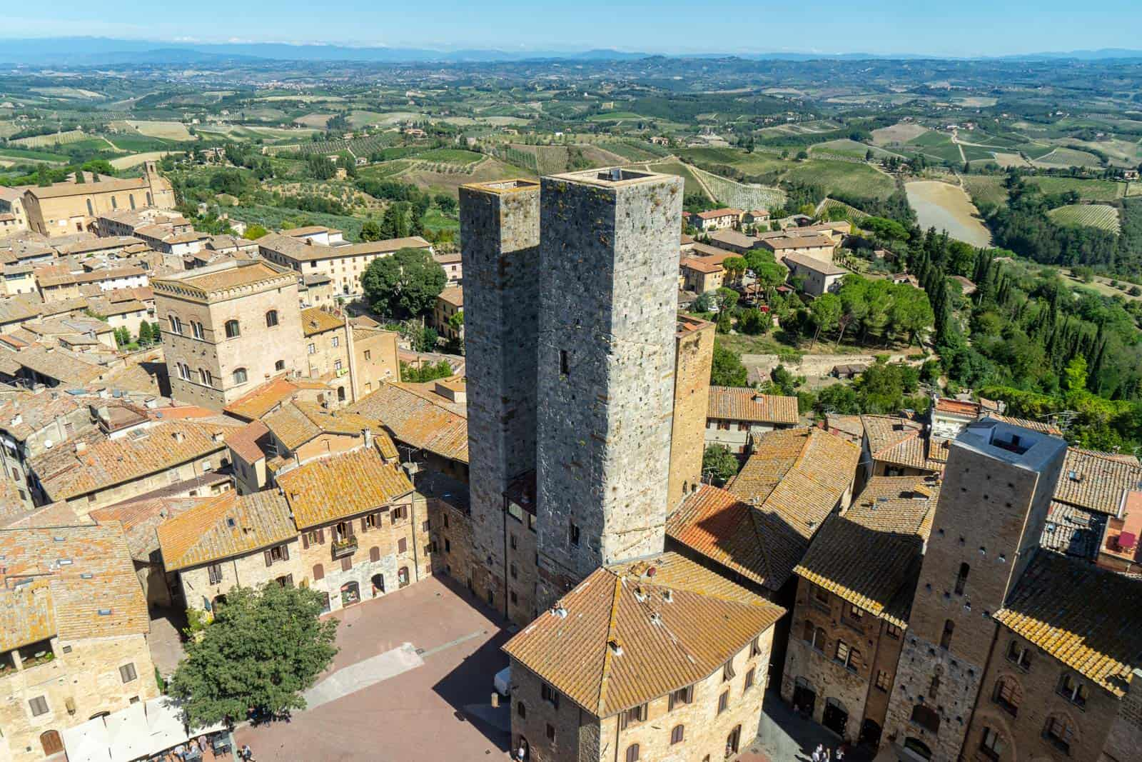Italy must visit places San Gimignano